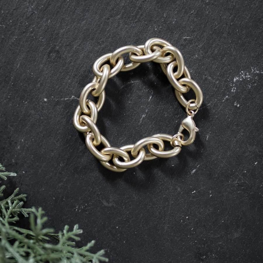 SB Shop holiday gift: gold link bracelet